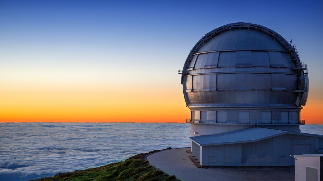 LaPalma_Observatorium_Sonnenuntergang_2_16_9_(c)_Shutterstock