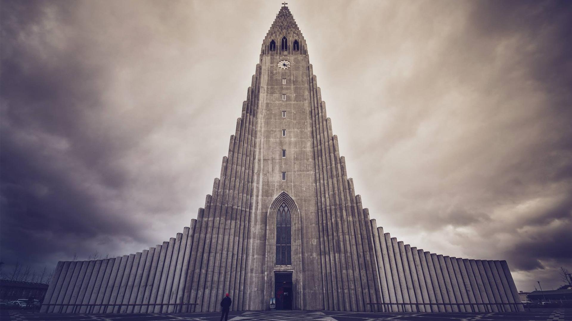 Hallgrimskirkja_Reykjavik_2_16_9