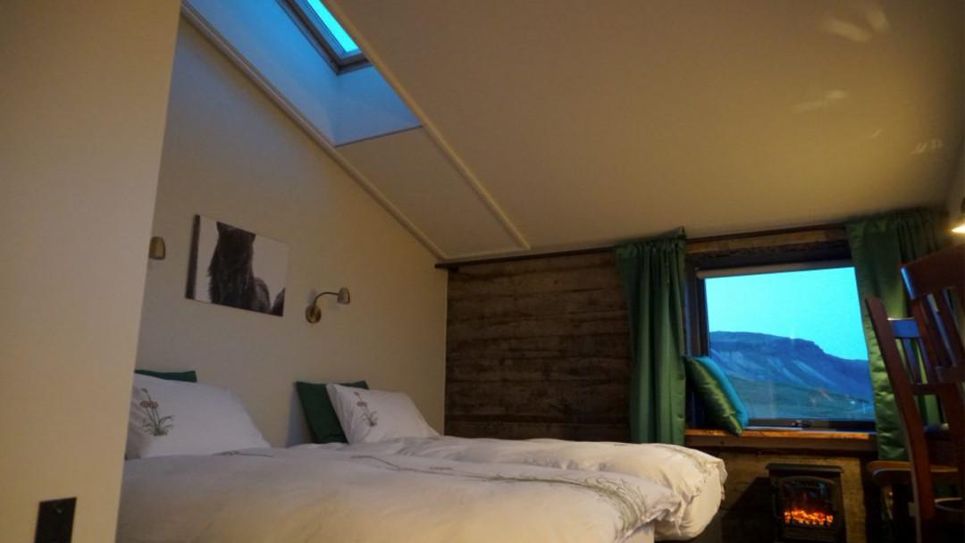 Unser-Haus-Zimmer-innen-16_9