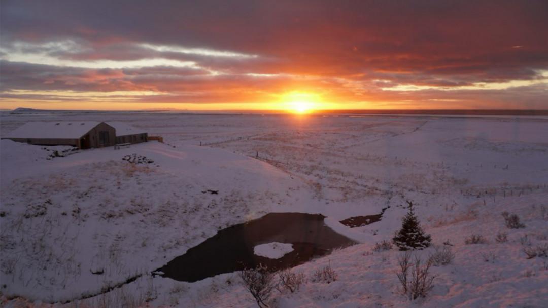 Unser-Haus-außen-Winter-Sonnenaufgang-16_9