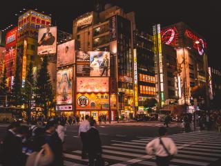 Tokio_Ginza_Nacht_16_9_(c)_Shutterstock