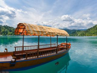 Slowenien_Bled_Lake_Boat_Swan_16_9