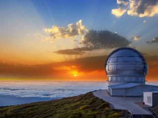 LaPalma_Observatorium_Sonnenuntergang_1_16_9_(c)_Shutterstock