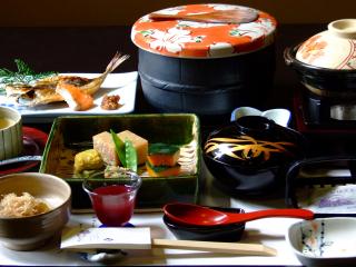 Japan_Dinner_Keiseki_16_9_(c)_Shutterstock